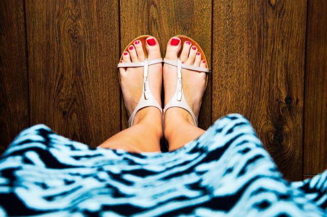Schöne Füße riechen und schmecken